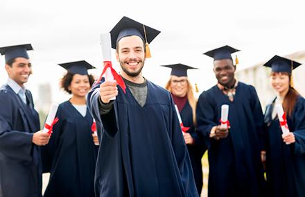 Qué tan importantes son los cursos virtuales, diplomados y posgrados a la  hora de conseguir un empleo? | Michael Page Colombia